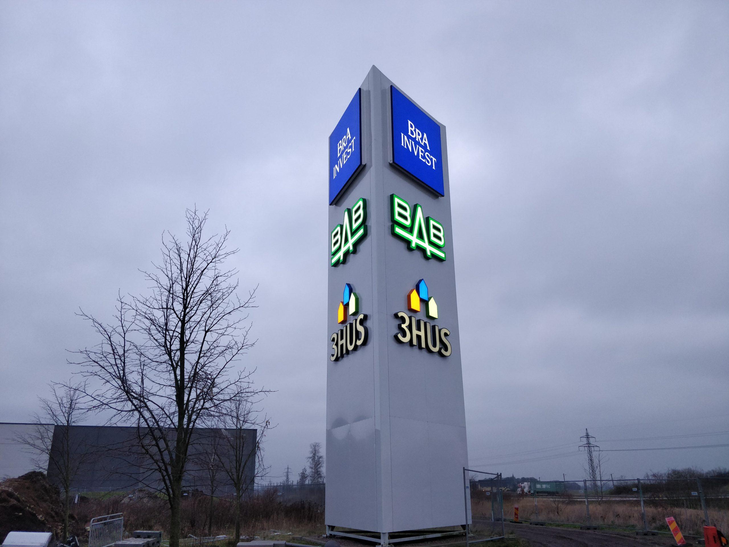 BRA Invest, BAB Bygg, 3HUS, profil 4, Pylon, stolpskylt, fasadskylt, skylt, malmö, åstorp, ledskylt