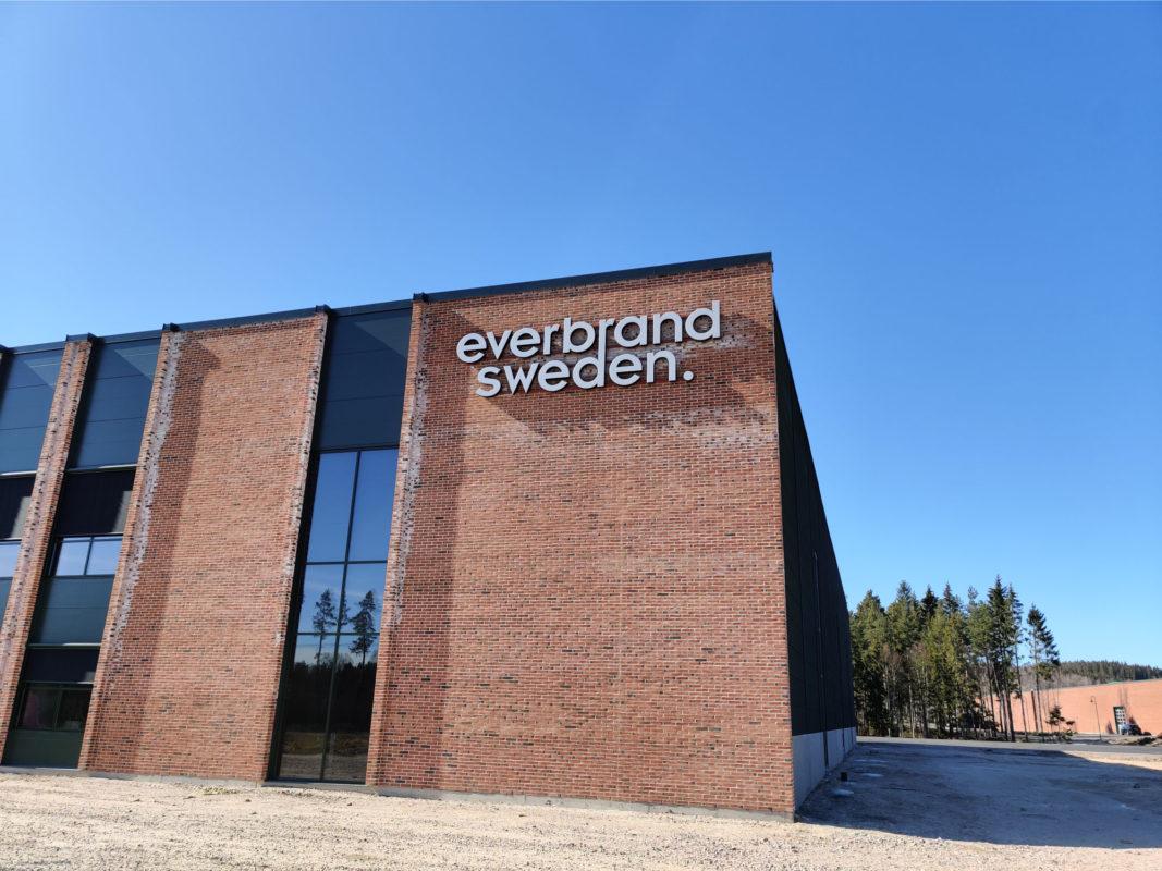 everbrand sweden, profil 6, fasadskylt, skylt, hillerstorp, ledskylt